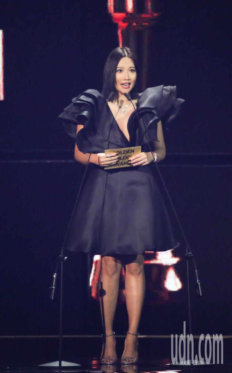 擔任頒獎人的A Lin雖然今年沒走紅毯,但配戴了Chaumet的Josephin...