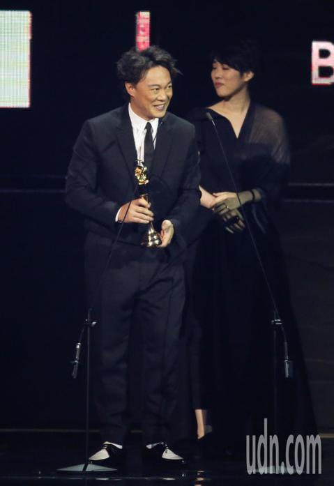 第30屆金曲獎,最佳專輯製作人獎由王雙駿獲得,陳奕迅代領。