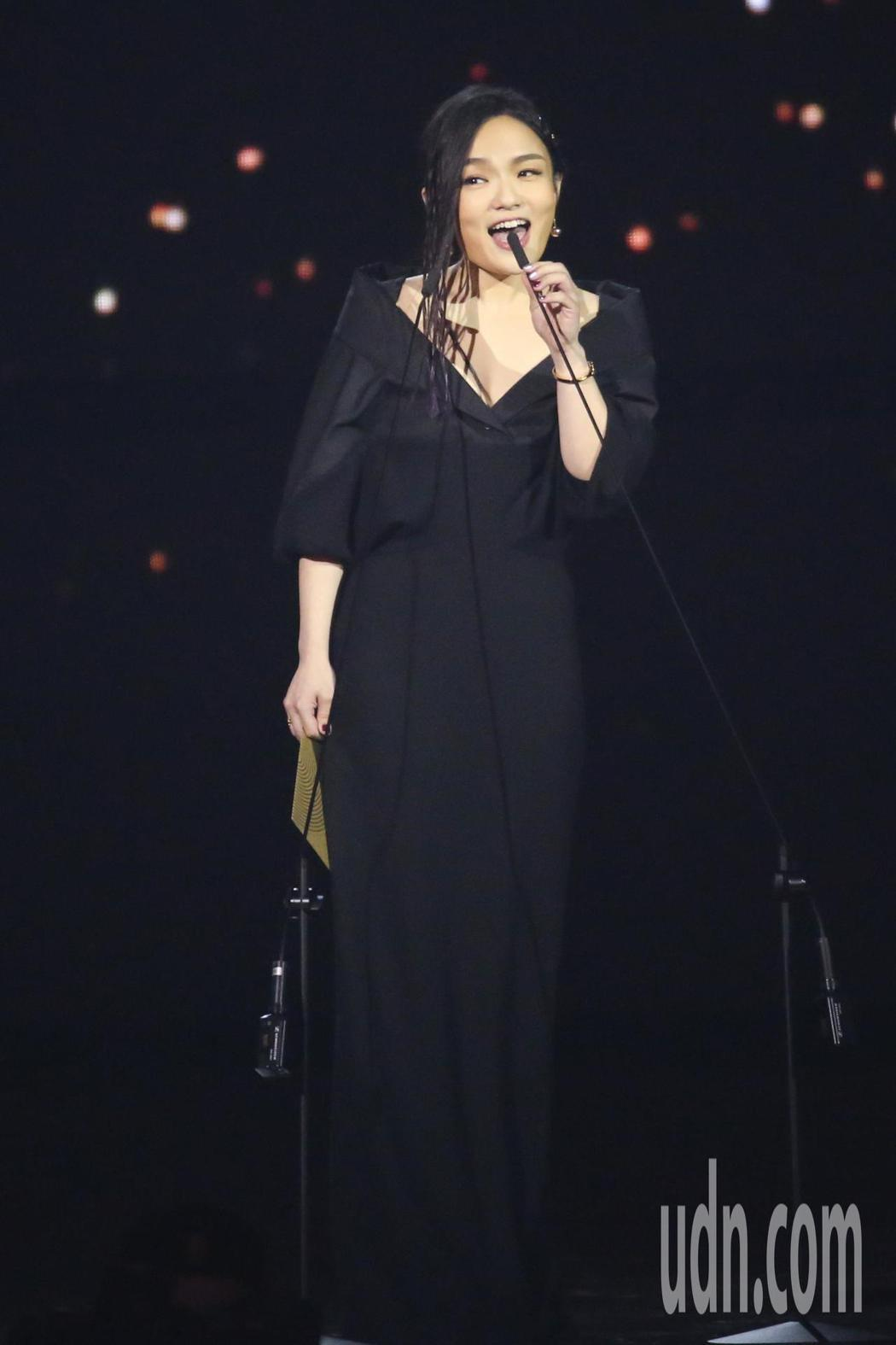 第30屆金曲獎,頒獎人徐佳瑩。記者林伯東/攝影
