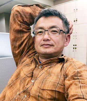 今日主廚╱黃義書攝影記者,曾獲吳舜文新聞獎。為了深夜下酒,翻冰箱開始做菜。喜...