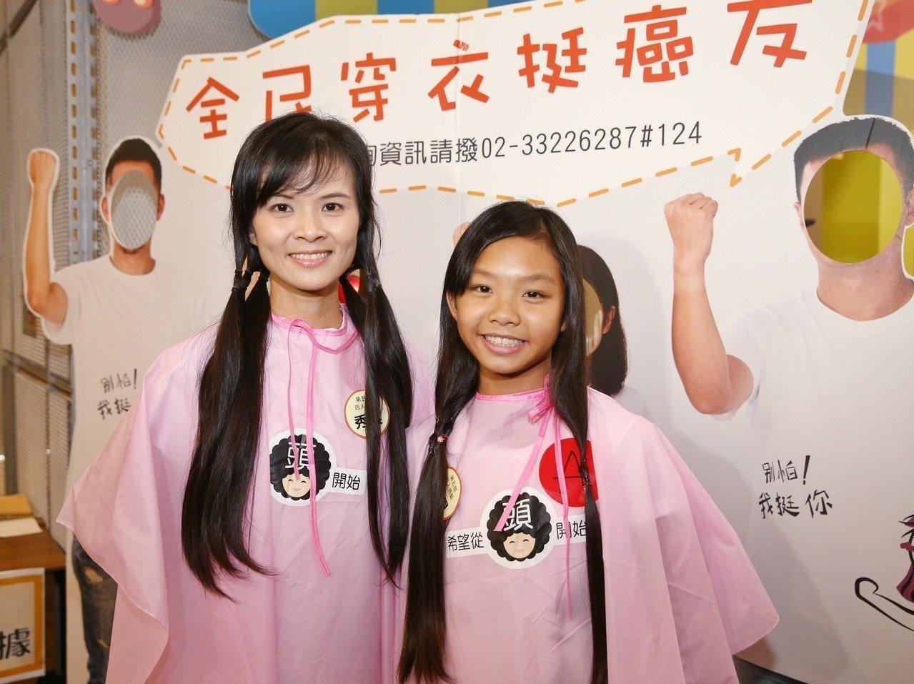 由癌症希望基金會舉辦的第五屆百人捐髮活動,共有124名捐髮者,徐子硯已是第三次參...