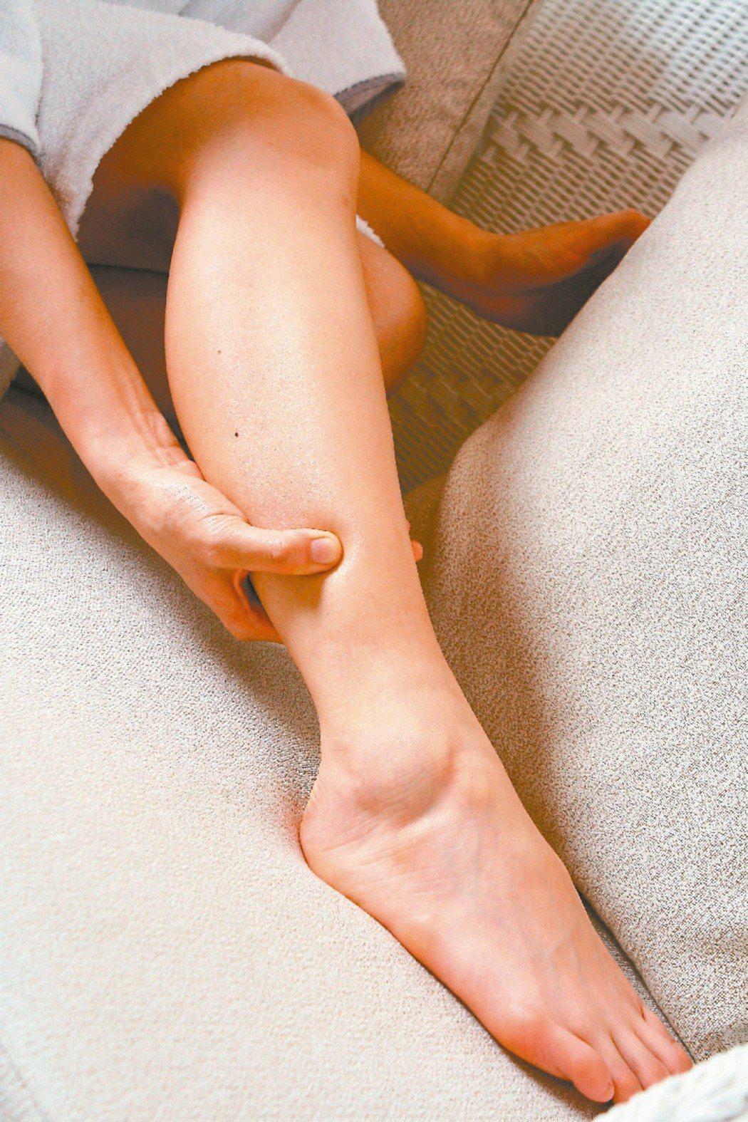 若單腳水腫,要警覺可能是自體循環有關的疾病。 本報資料照片