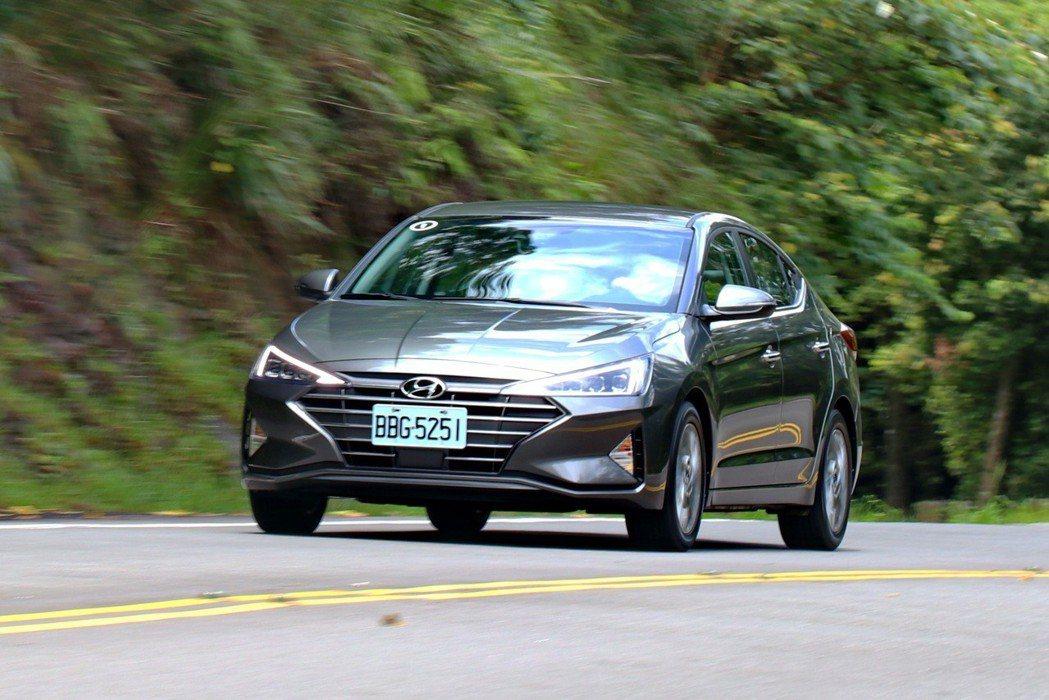Hyundai Elantra在70萬的價位提供相當均衡的戰力。 記者陳威任/攝...