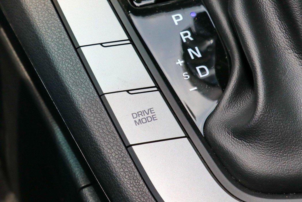 配備Drive Mode整合駕馭模式。 記者陳威任/攝影