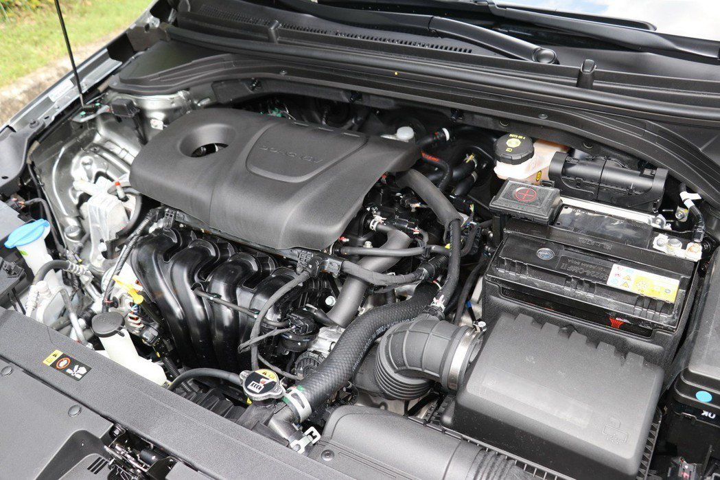 Elantra一般車型提供1.6升四缸自然進氣引擎。 記者陳威任/攝影