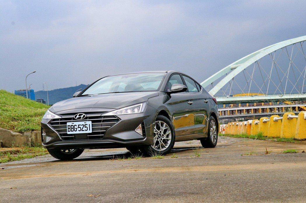 韓系房車代表Hyundai Elantra。 記者陳威任/攝影