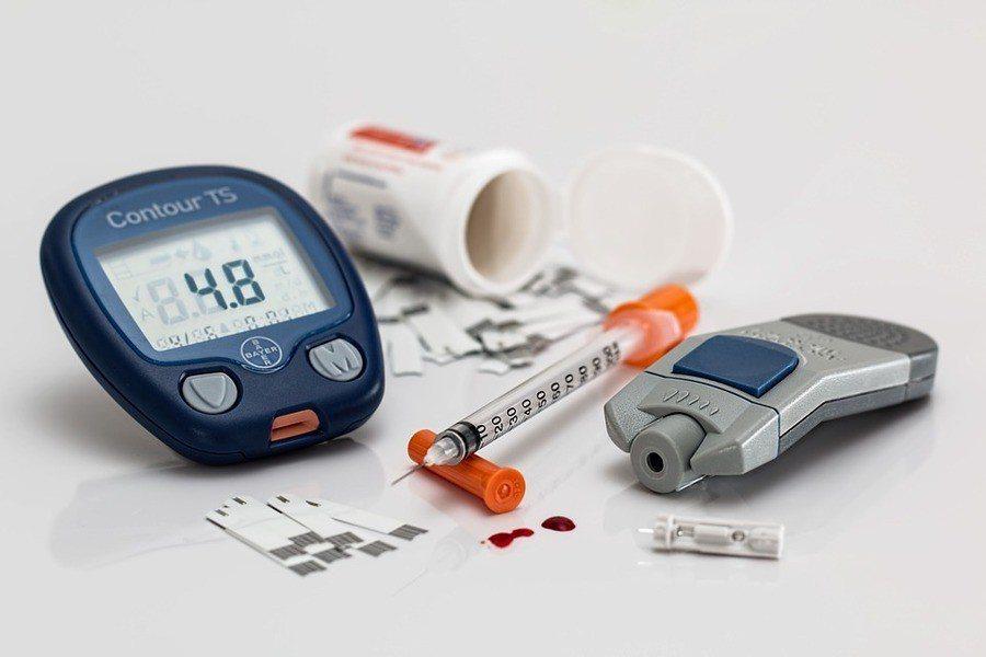 服用史他汀可降膽固醇協助預防心血管疾病,但也可能會增加罹患心臟病風險。(phot...