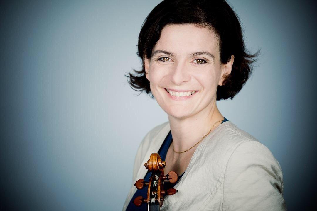 小提琴家阿貝娜‧達奈洛娃將在高雄衛武營、台中歌劇院演出。圖/國台交提供