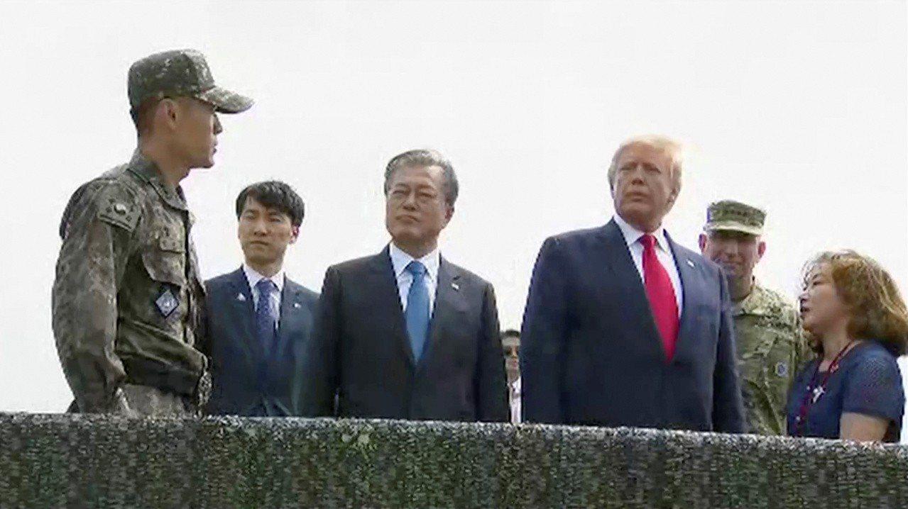 美國總統川普和南韓總統文在寅30日下午抵達南北韓非軍事區(DMZ)。路透