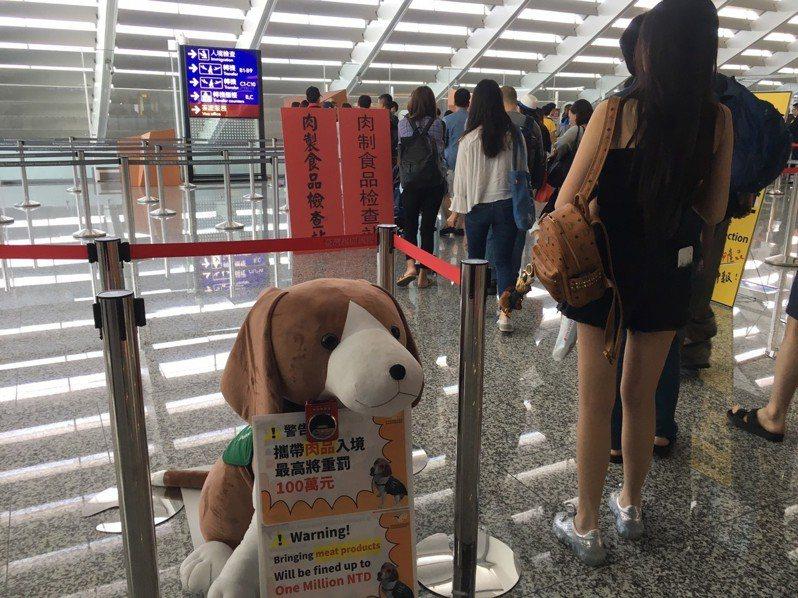 防堵非洲豬瘟入侵台灣,各機場持續採取檢疫措施。本報資料照片