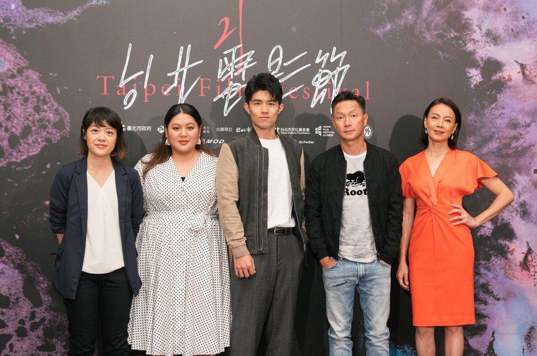 左起導演謝沛如、演員蔡嘉茵、張耀仁、謝祖武、柯淑勤。圖/台北電影節提供
