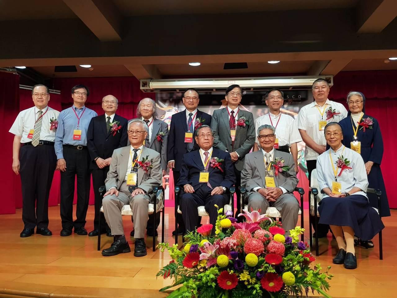 台北大龍峒保安宮今天下午舉行第二屆「保生醫療奉獻獎」頒獎音樂會;得主為「團體獎」...