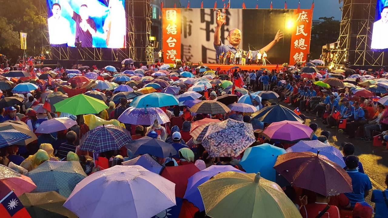 韓國瑜今晚將出席新竹造勢活動,7點大進場前,多名民代、庶民支持者上台助講,台南市...