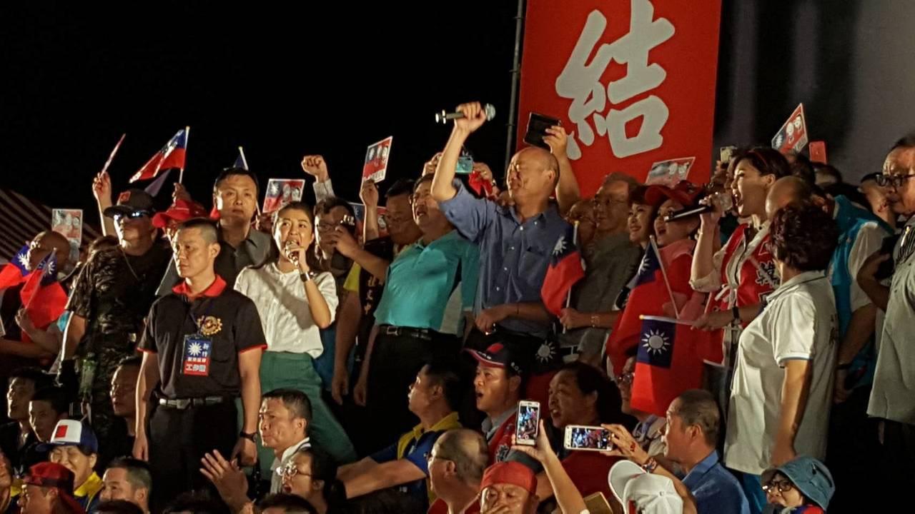 韓粉發起「決戰2020-贏回台灣」造勢活動,今晚19點43分高雄市長韓國瑜致詞演...