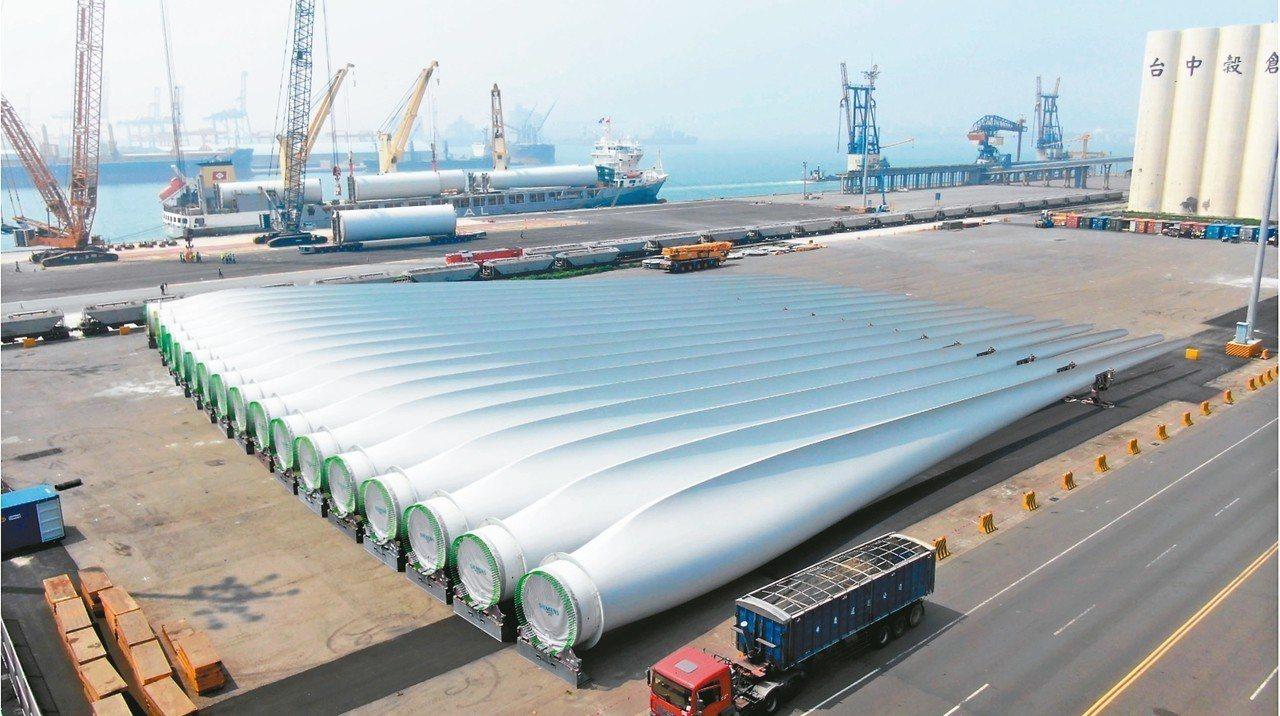 上緯投控今天表示,投資海洋風電(Formosa I)第2階段首支風機於7月24日...