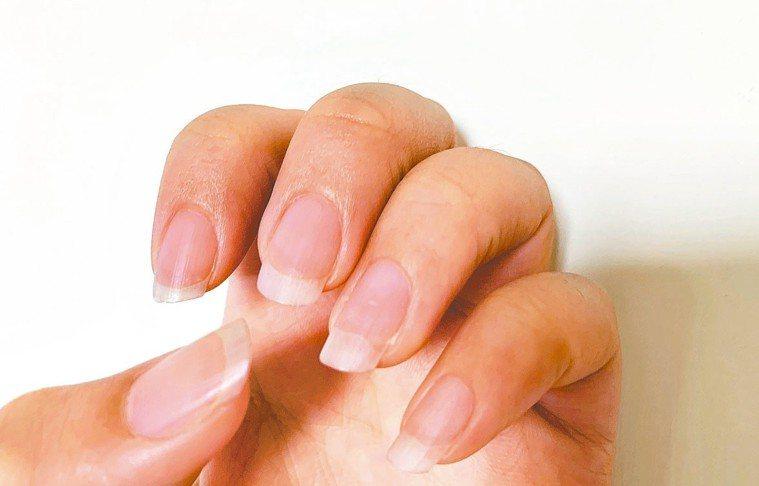 指甲是觀察人體內在器官變化的途徑,平常可多按摩指尖,促進血液循環。 記者張曼蘋/...