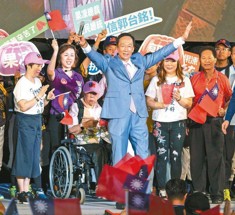 鴻海前董事長郭台銘昨在新北板橋舉辦歡樂嘉年華園遊會,受到熱烈歡迎。 記者王敏旭/攝影