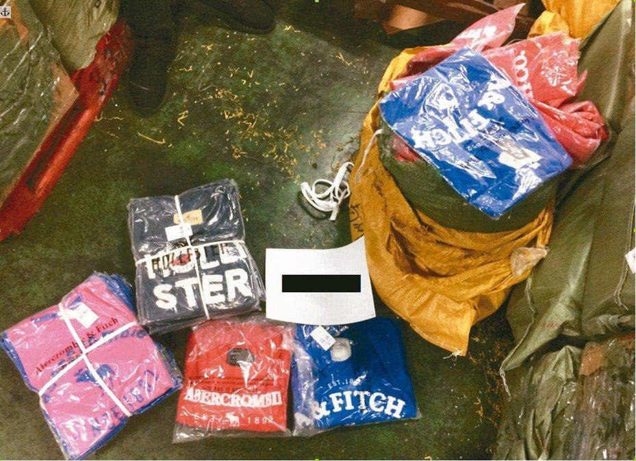 台北關從網購進口包裹中查獲仿冒衣物。 圖/台北關提供