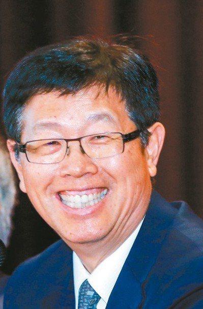 鴻海集團新董事長劉揚偉(見圖)、副董事長李傑今正式上任,隨著新經營團隊到位,集團...