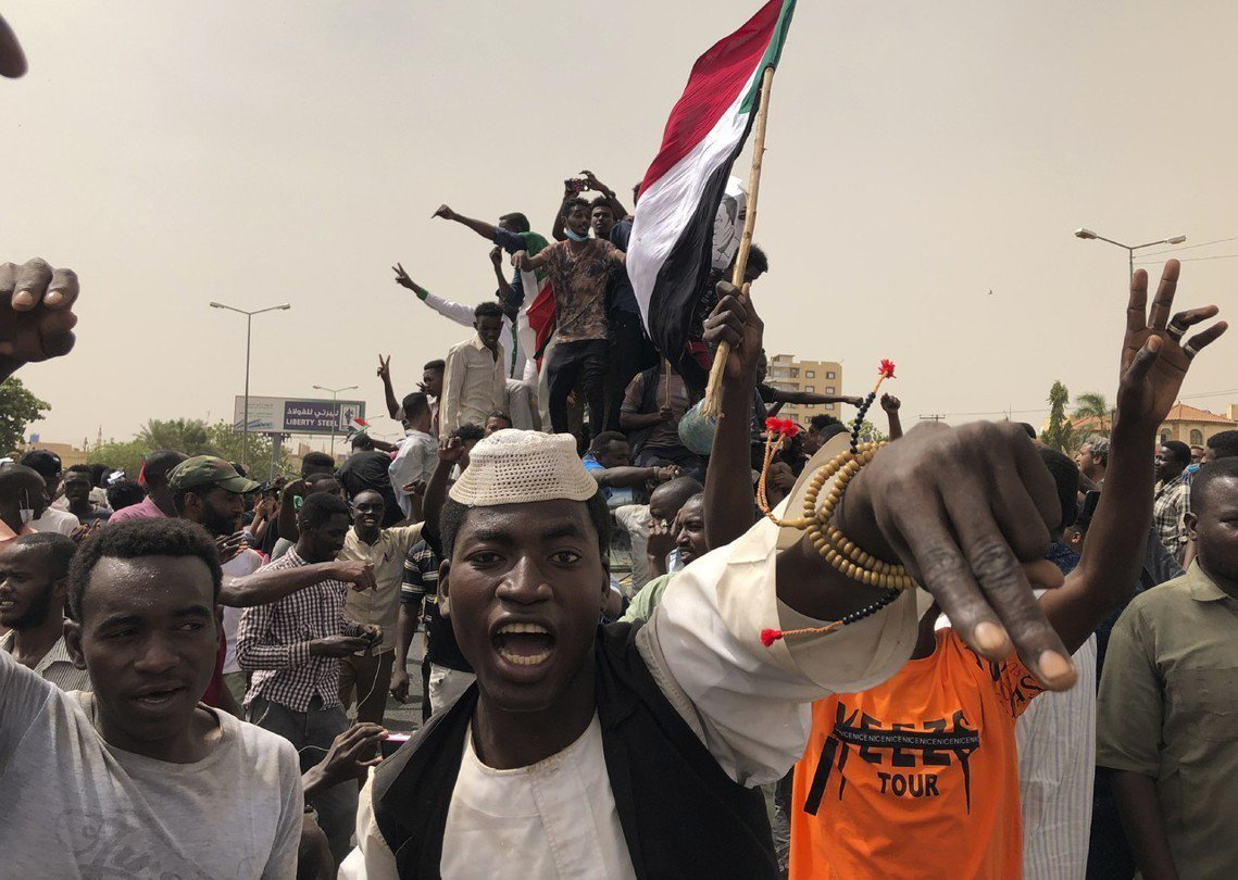 圖為6月30日的「百萬大示威」,在蘇丹首都喀土木抗議軍方過渡委員會的示威者。 圖...