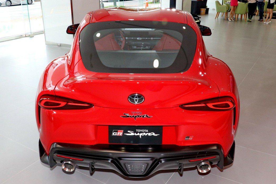 承襲自2000GT的Double-Bubble雙弧車頂設計。 記者陳威任/攝影
