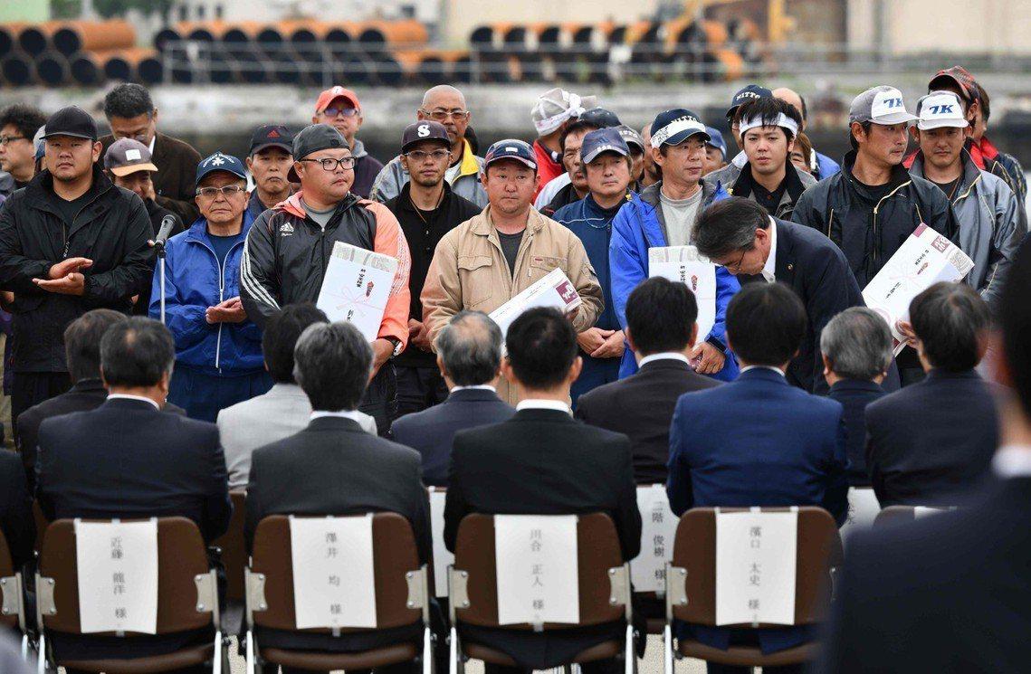 圖為北海道釧路港在1日舉行的出海儀式 圖/法新社