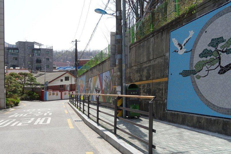 香林社區的巷弄環境改善計畫,讓街道風貌更加乾淨有特色。 圖/作者自攝