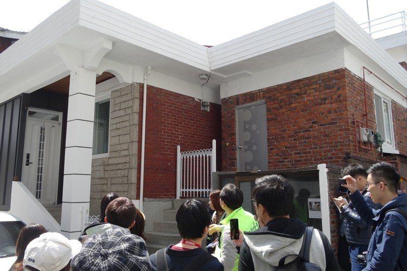 圖為外觀重新修繕的住宅,房屋主人希望能保留既有生活樣態,不願拆除重建。 圖/作者...