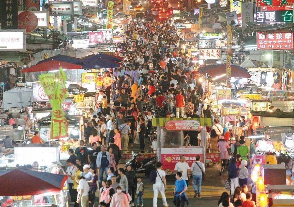 台灣夜市文化發達,越晚越熱鬧。 圖片來源/聯合報系
