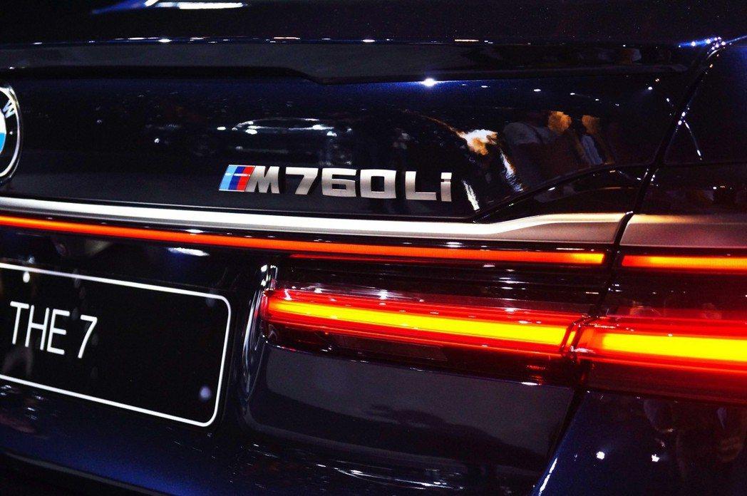 性能旗艦M760Li xDrive銘牌。 記者趙駿宏/攝影