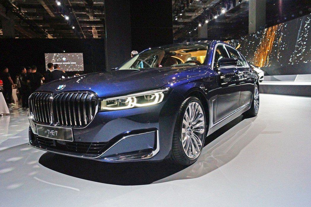 小改款7 Series還新增了Glare-free 功能的 BMW Laserl...