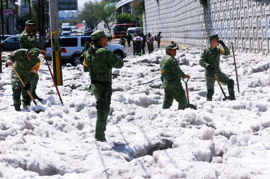 極端的氣候現象,也迫使地方政府頒布分區緊急狀態。災區並沒有傳出重大傷亡,唯有45...