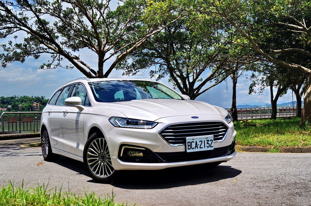 Ford Mondeo Wagon在小改款後換上全新車頭,更具豪華車感受。 記者...