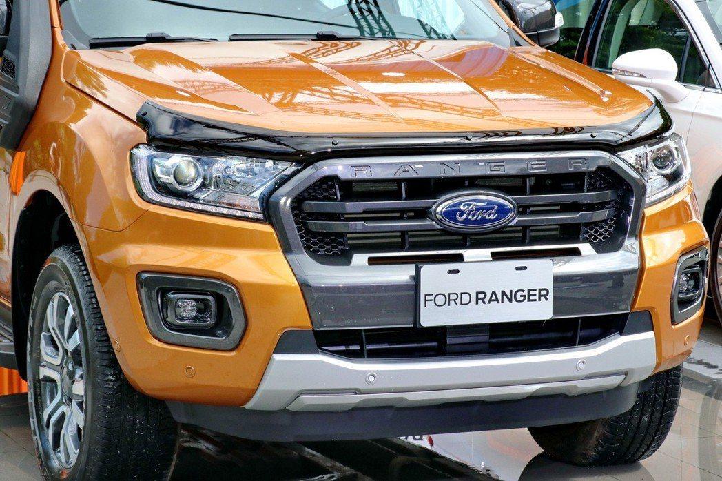 Ford Ranger還可選配一系列原廠配件,圖為燻黑引擎蓋護板。 記者陳威任/...