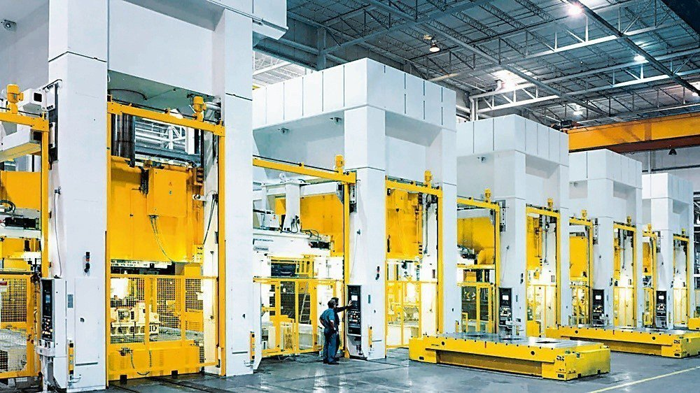 知名沖床設備製造商選擇安全控制系統PNOZmulti提升設備安全。 皮爾磁/提供