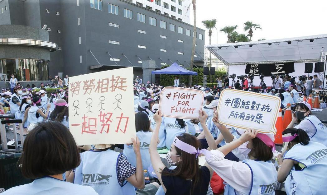 增設勞工董事是長榮空服員罷工訴求之一。  圖/聯合報系資料照片