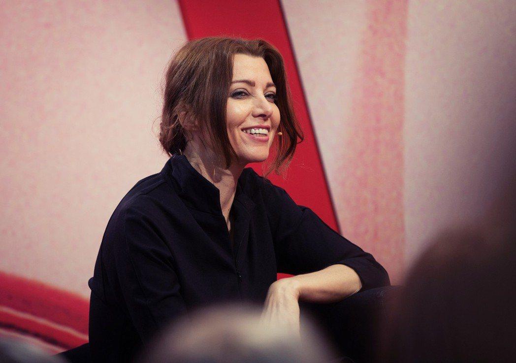 除了《翡翠公寓》,另一位名氣更為響亮、曾獲法國藝術與文學勳章的土耳其女作家夏法克...