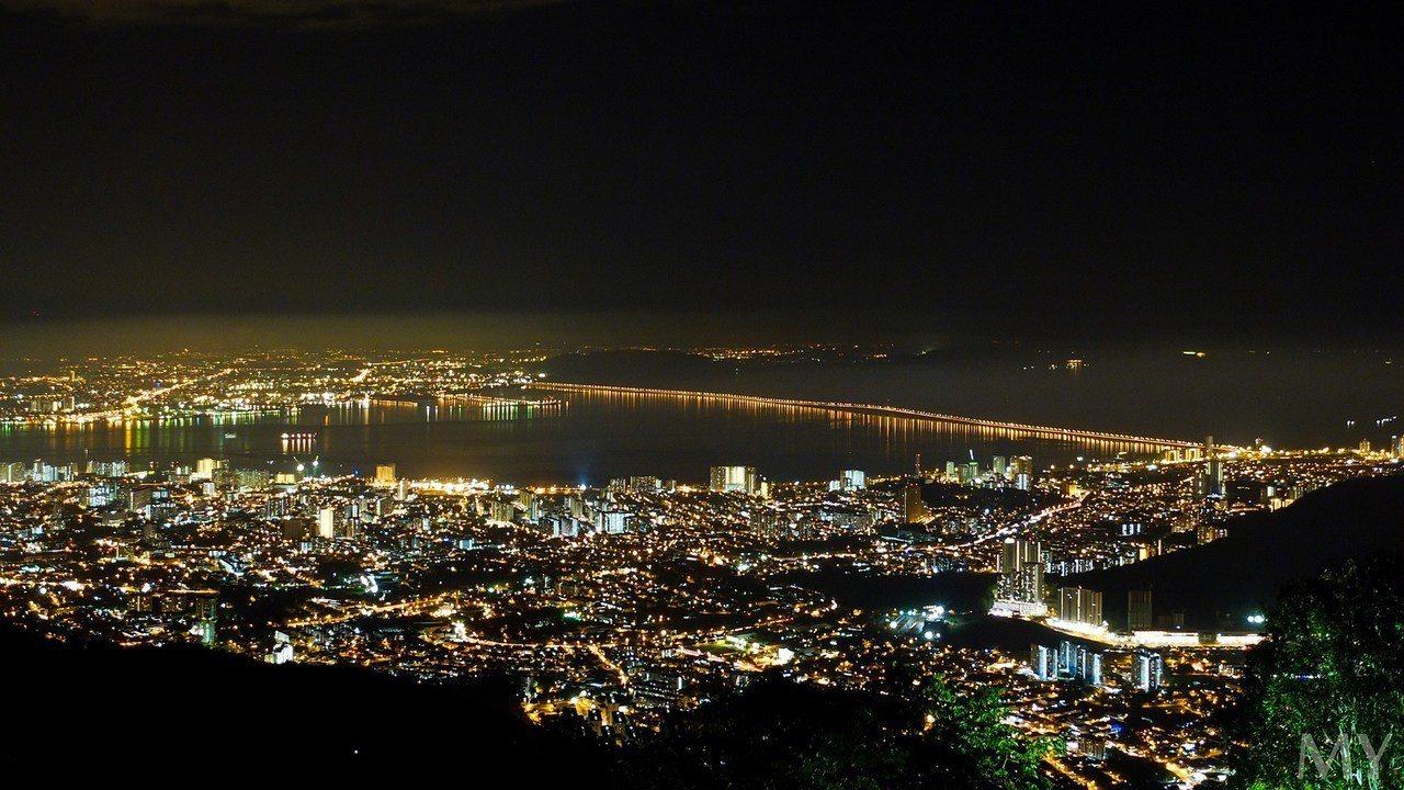 ▲馬來西亞檳城景點推薦-升旗山夜景。(圖/Tripbaa趣吧!亞洲自由行專家)