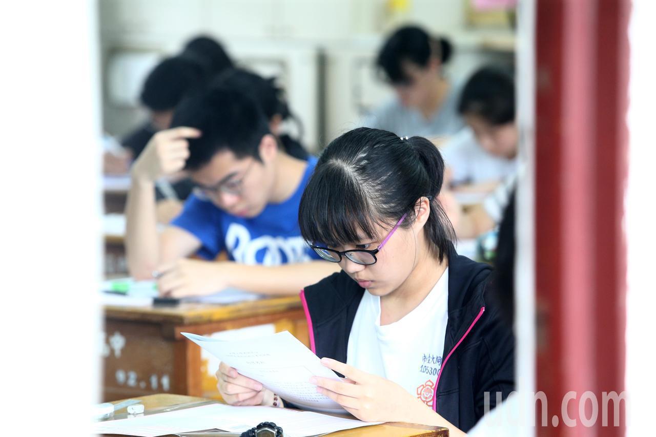 108學年度指定科目考試7月1日至3日舉行,上午指考第一天考物理、化學、生物,考...