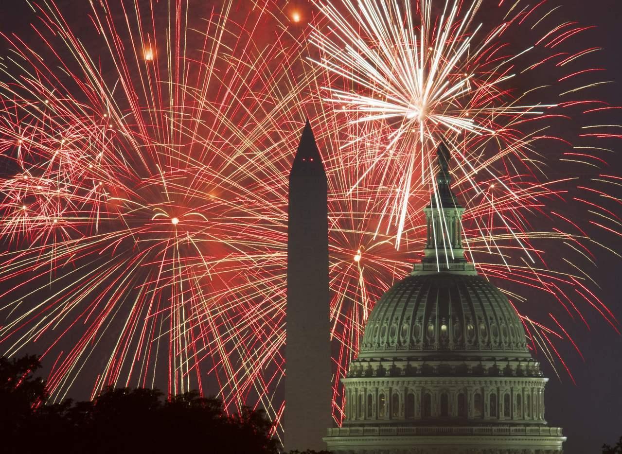 美國國慶日即將來到,川普總統擬大肆慶祝,包括傳統的華盛頓煙火外,還將有海軍「藍天...
