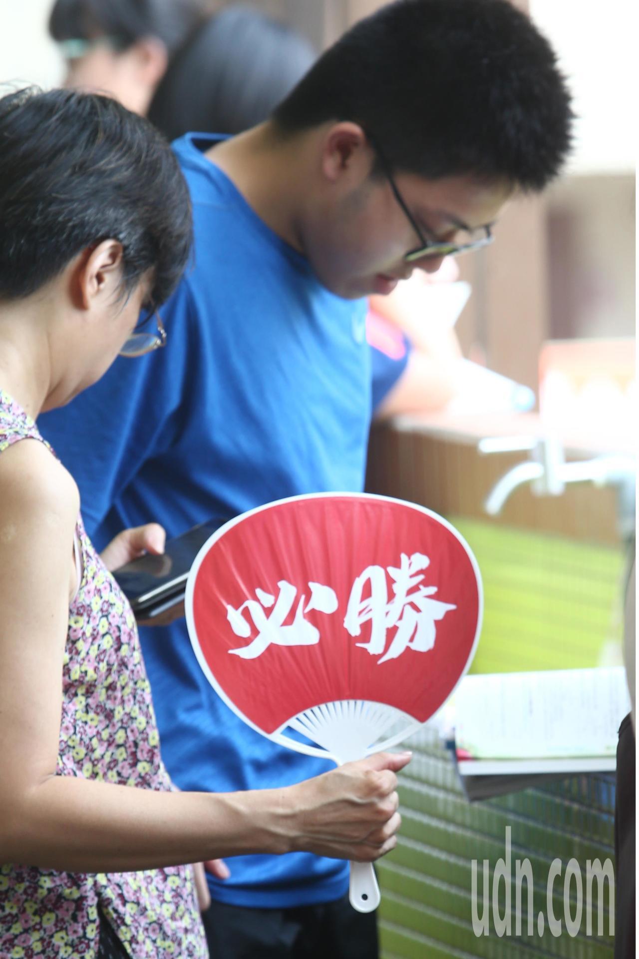 108學年度指定科目考試7月1日至3日舉行,上午指考第一天考物理、化學、生物,一...