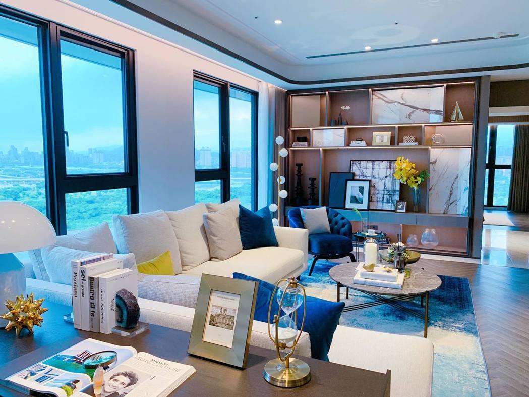 客廳寬敞空間搭配優良採光,讓身心靈都平靜。記者徐力剛/攝影
