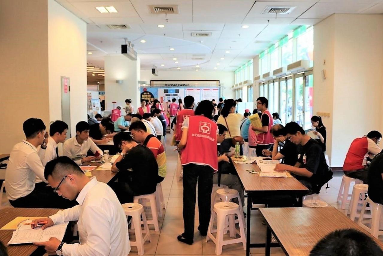 新北勞工局多次在三重體育館舉辦就業博覽會,高雄勞工局今也宣布,預計在7月27日同...