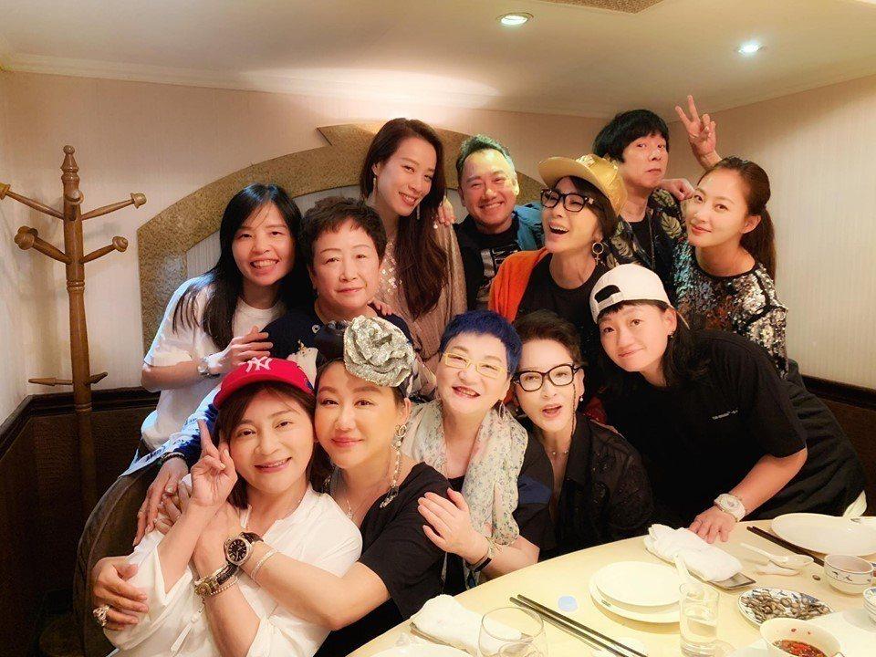 陳美鳳過生日,演藝圈好友都來為她慶生。圖/摘自臉書