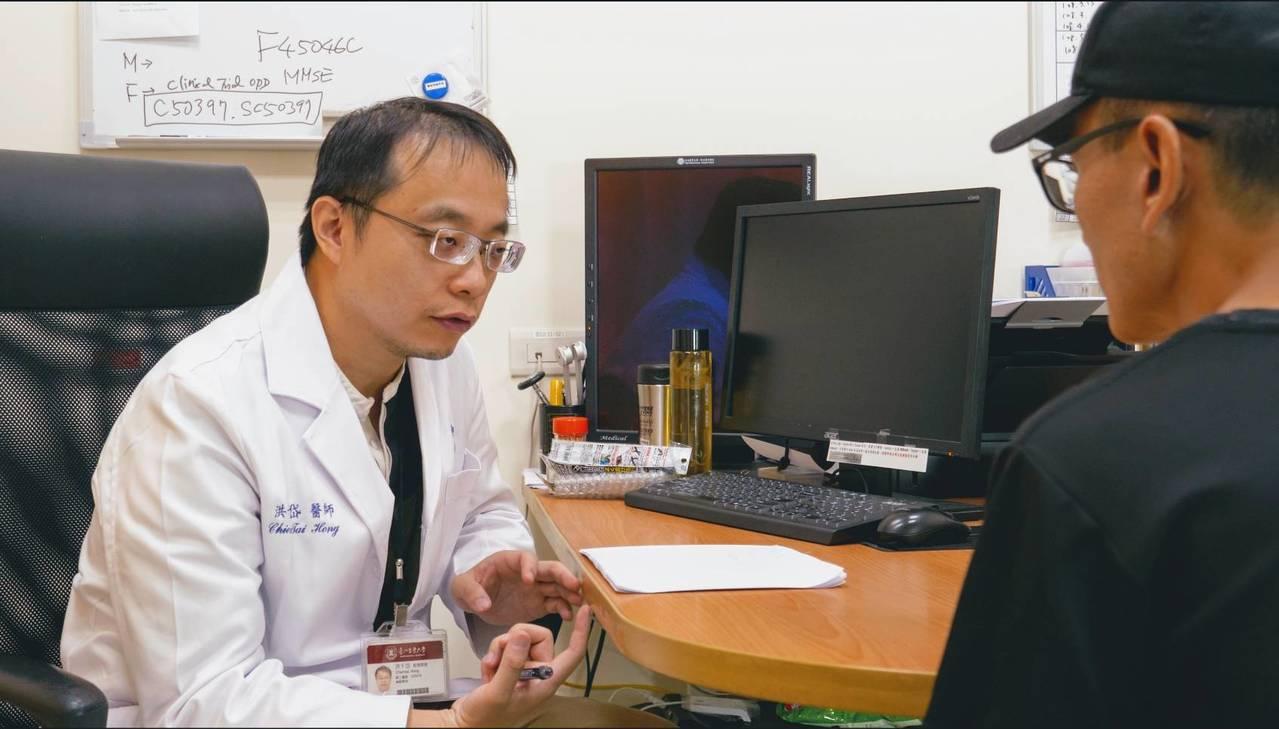 雙和醫院神經內科醫師洪千岱表示,神波刀為非侵入性無創治療,可透過核磁共振準確導引...