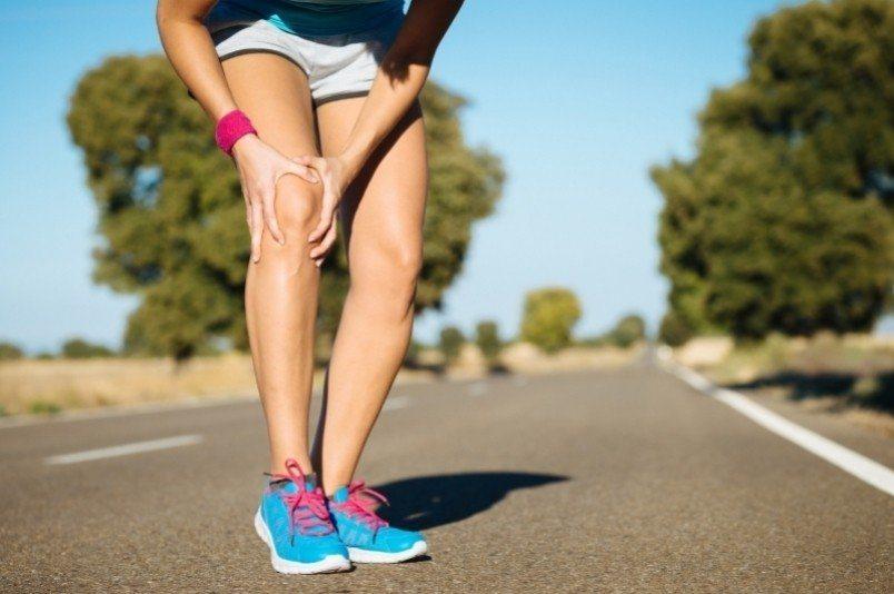 專家提醒,在運動前穿上護膝當然可以保護關節,不過因每一個人的肢體步態和關節健康度...