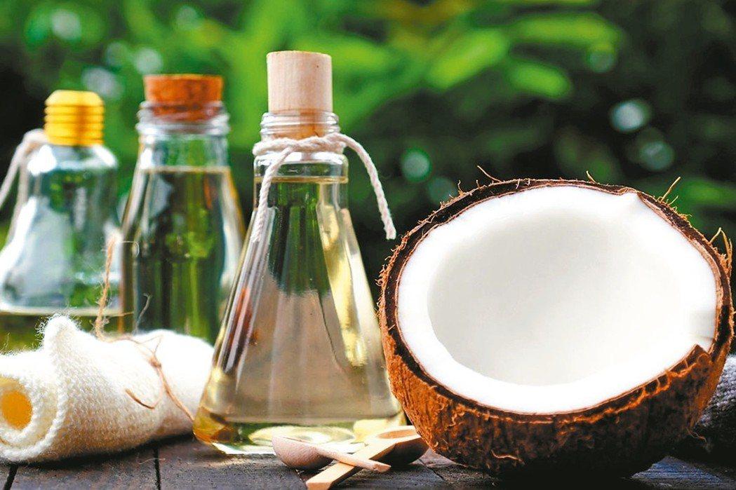 椰子油的飽和脂肪酸含量偏高,不推薦椰子油當作主要的油脂來源。 圖/ingimag...
