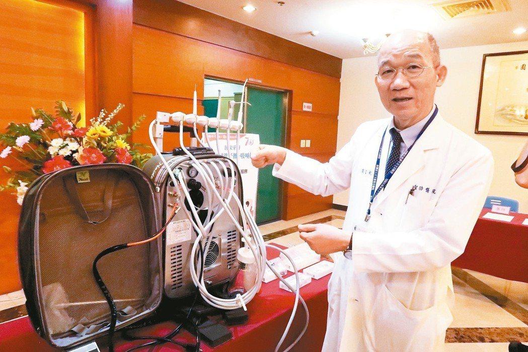 提供中風患者居家復健,聖功醫院副院長劉文欽介紹重達20公斤的活動式洗牙機、吸唾機...
