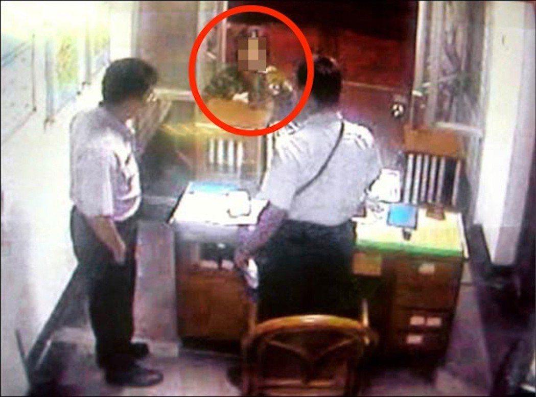 台中市豐原警分局豐原所曾遇過輕熟女上門,向警方借衛生棉跟內褲。 記者陳宏睿/翻攝