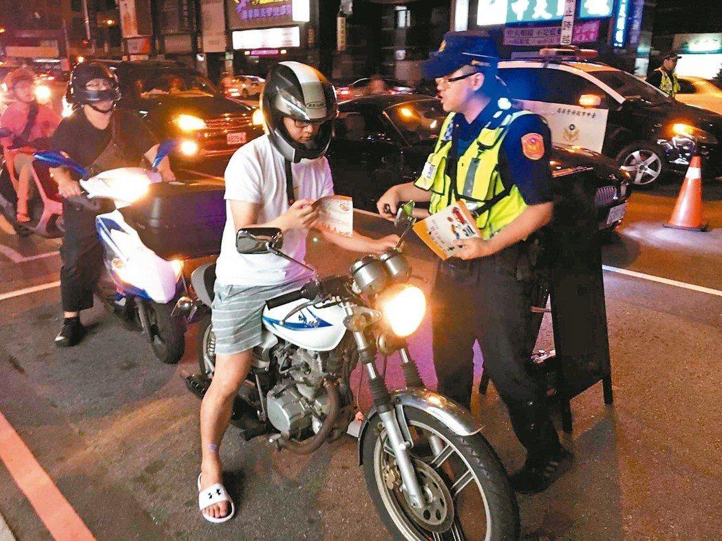 酒駕臨檢時最易與民眾爆發衝突,員警往往抱著十二萬分小心。圖為示意圖。 圖/台中市...